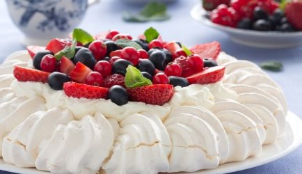 pavlova_met_fruit